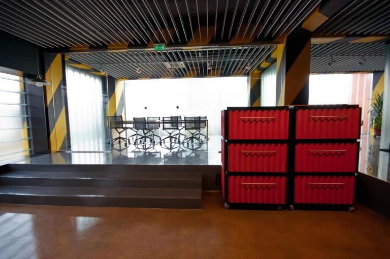 Ador Mobila Brasov - Mobilier la comanda placaj stratificat si metal proiect design birouri