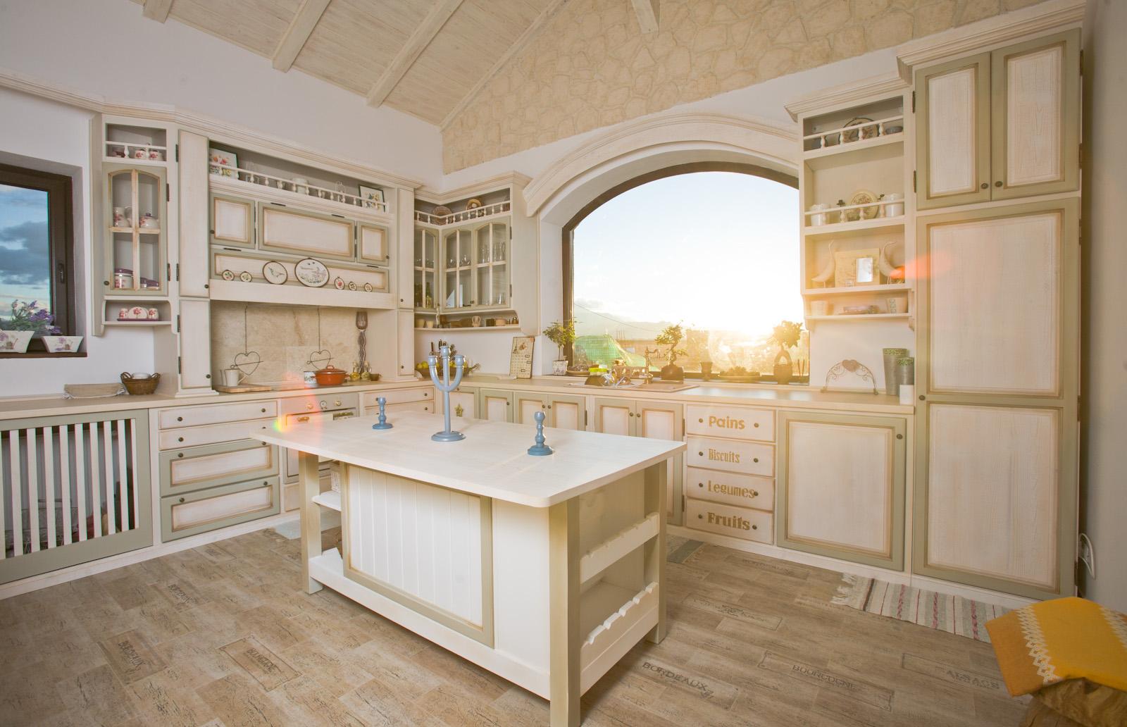 Ador Mobila Brasov - mobilier bucatarie lemn brad stil rustic pictata